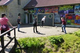 Die Jungen vergnügten sich derweil mit Fußballspielen.