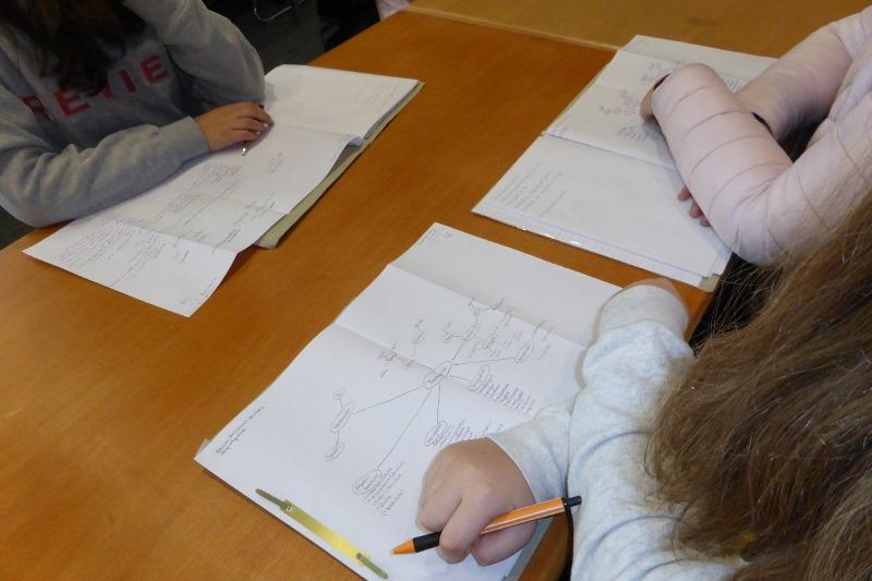 Wie man sieht, waren alle bestens vorbereitet, um Fragen zu stellen und sich Notizen zu machen.